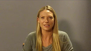 A Few Minutes With... -Fringe- Co-Star Anna Torv - TheFutonCritic.com.flv-00001
