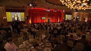 Alan Cumming Accepts Best Actress Award For Julianna Margulies_ _ Show Clip _ VH1.com