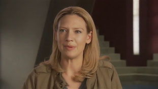 Fans Ask (Anna Torv).mp4-00002