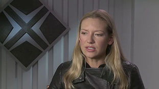 Fringe - Interview with Anna Torv - Slipping Away.mp4-00013