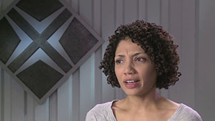 Fringe - Interview with Jasika Nicole - Mimicking September.mp4-00021