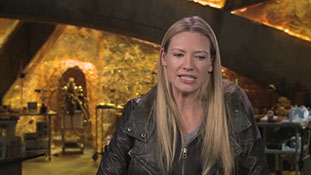 Fringe - Interview with Anna Torv - Action!.mp4-00008