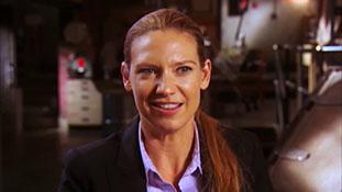 Fringe Season 4 Fans Ask- Anna Torv.mp4-00012