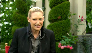 NIDS INTERVIEWS ANNA TORV ON LOCATION WITH FRINGE.mp4-00002