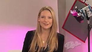 PopEater Interviews Anna Torv of Fringe Part 1 of 3.mp4-00002
